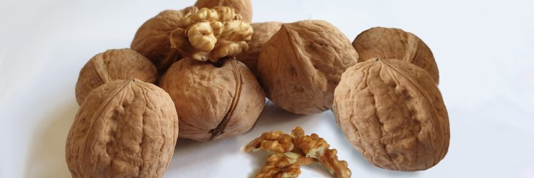 walnuts unshelled